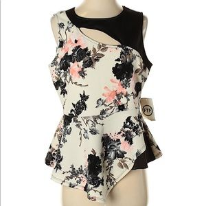 NWT Fashion to Figure Size 1 (Plus) Floral Blouse